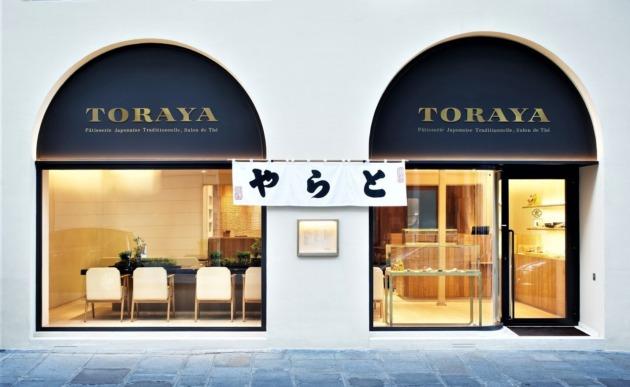 シンプルななかでも日本の和が引き立つ洋装の建物